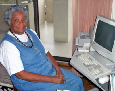 Wanda Jean Green in front of her PC
